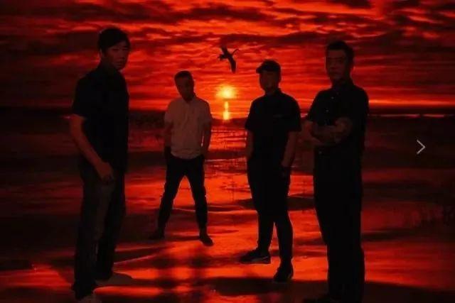 中国重金属音乐先驱——紫环乐队与号角唱片签约并正式展开合作